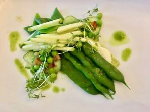 Grünes Gemüse mit Apfel