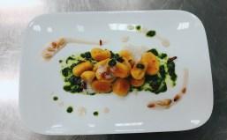 Kürbisgnocchi mit Pesto und Maronisauce