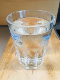 Gelatine in kaltem Wasser einweichen