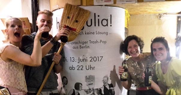 halloJulia! nach dem Soundcheck am 13. Juli 2017 im Stilbruch.