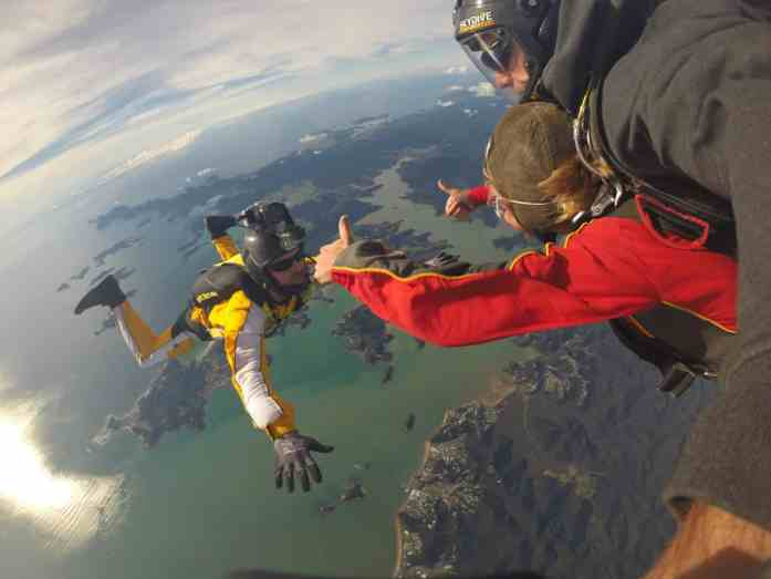 Stray NZ - Skydive Bay of Islands - tips for perfect skydive photos