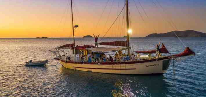 whitsunday sailing hop off