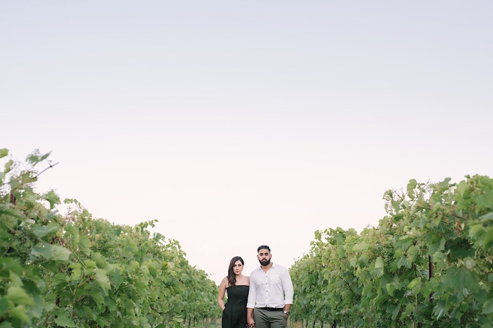 bonnie-heath-winery-engagement-photos-vineyard-eshoot
