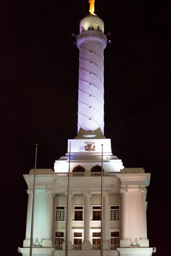 The monument is equally gorgeous at night with it's illuminated structure.