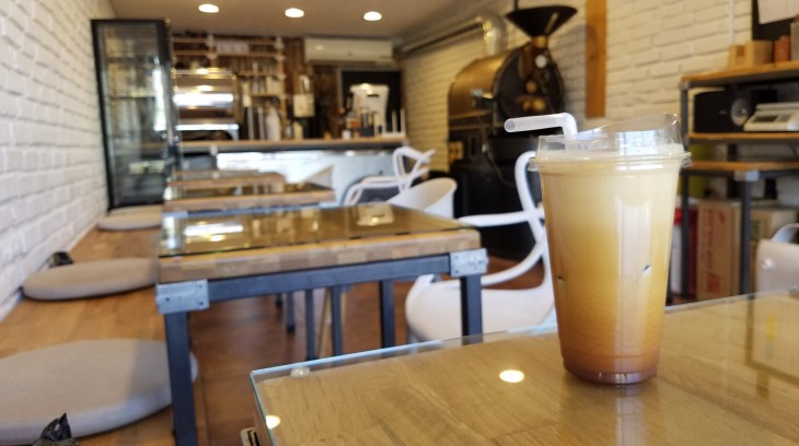 To go coffee latte on table in coffee shop