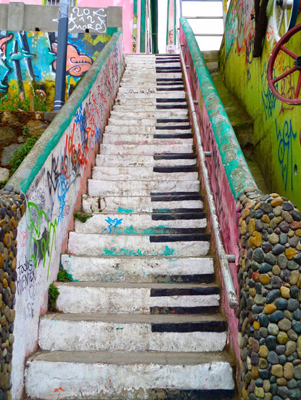 chile.valparaiso.spring2014.when_in_rome.piano_stairs.erin_gannon.1