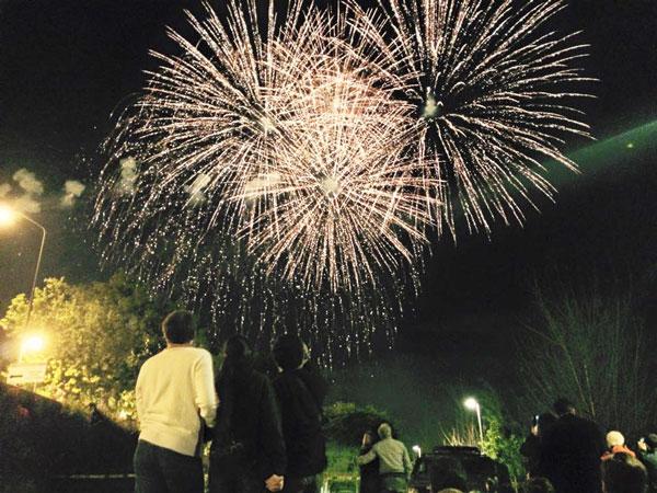 spain.sevilla.spring2015.culture_customs_traditions.fireworks_of_feria.michael_ferullo