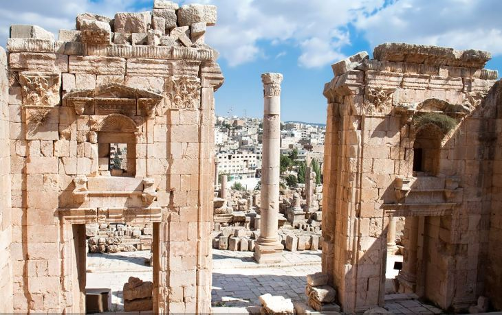 amman-city-view-with-ruins
