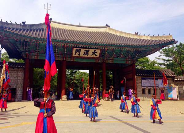 south_korea.seoul.fall2014.culture_customs_traditions.entertaining!.amy_gomez