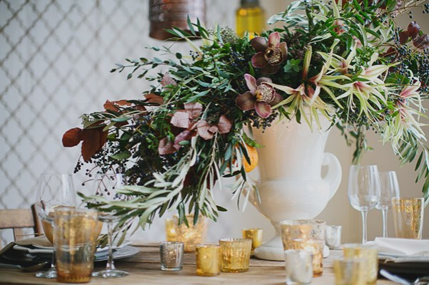 earth tones, neatral decor for a winter wedding