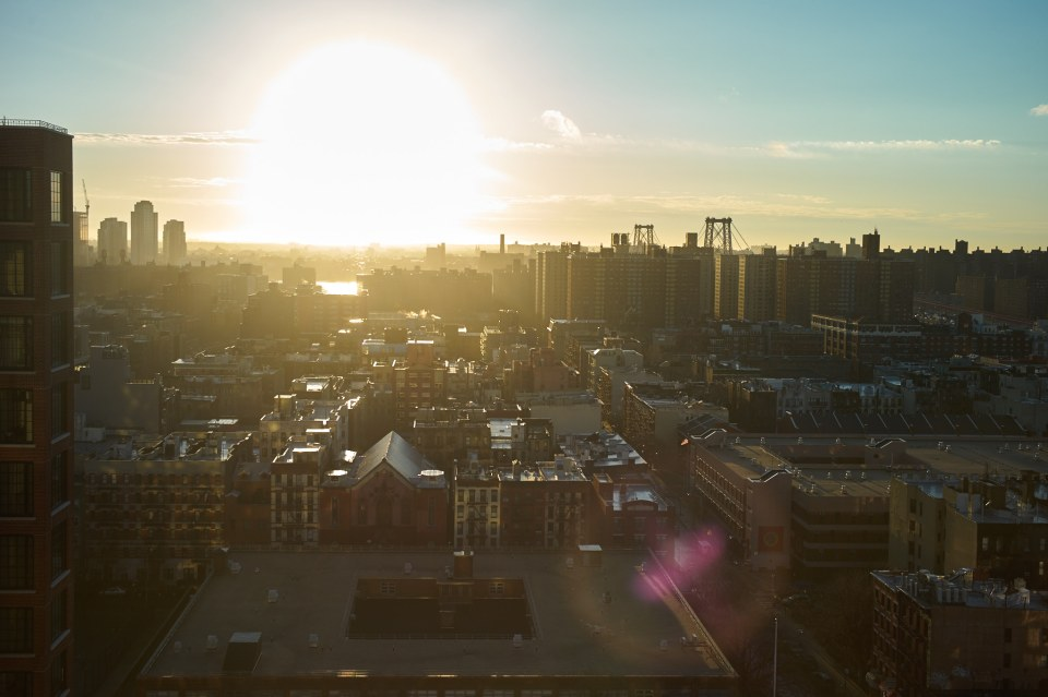 New York, Lower Eeast Side looking towards Brooklyn / Williamsburg 2016. Leica M9 & Summicron 35 ASPH (Click for 2048 widest side image)