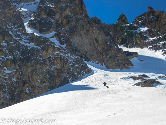 Snowboard carving out of the Orbit Couloir
