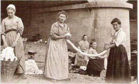 La Belle Epoque, où les femmes n'avaient ni machine à laver, ni moyen de contrôler naturellement le nombre de grossesse...