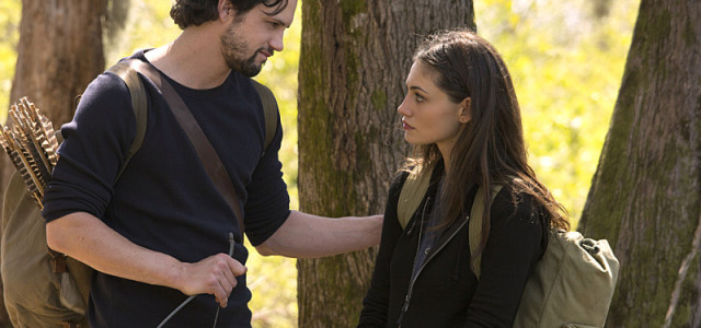 """The Originals -- """"Fire With Fire"""" -- Image Number: OR221b_0094.jpg -- Pictured (L-R): Nathan Parsons as Jackson and Phoebe Tonkin as Hayley -- Photo: Jace Downs/The CW -- © 2015 The CW Network, LLC. All rights reserved."""