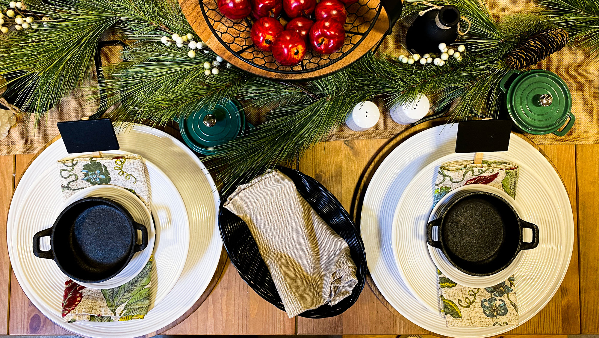 pulito place settings for christmas top down from TableCraft