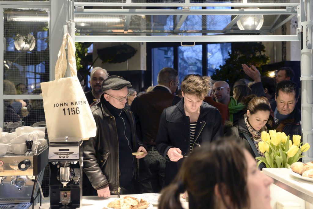 Diese Woche neu eröffnet: Die Bank-Bar am Helvetiaplatz. Chefkoch Jérôme Baschung weiss, woher sein Kochmaterial stammt. (Foto: Doris Fanconi)