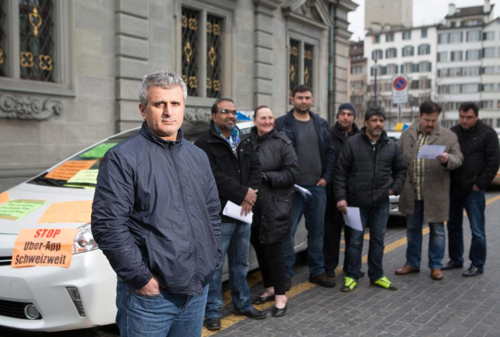 Der Taxifahrdienst Uber polarisiert. Ein Taxifahrer trat diese Woche in einen Hungerstreik. Er wehrt sich mit dieser Aktion gegen Uber und deren Geschäftsbedingungen. (Foto: Sabina Bobst)