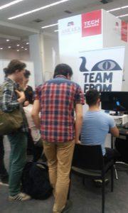 Güzel ve ilginç bir şekilde, LOL turnuvası ve Cosplayer'lar için gelen gençler bile ziyaret ederek Paralycid oynadılar.