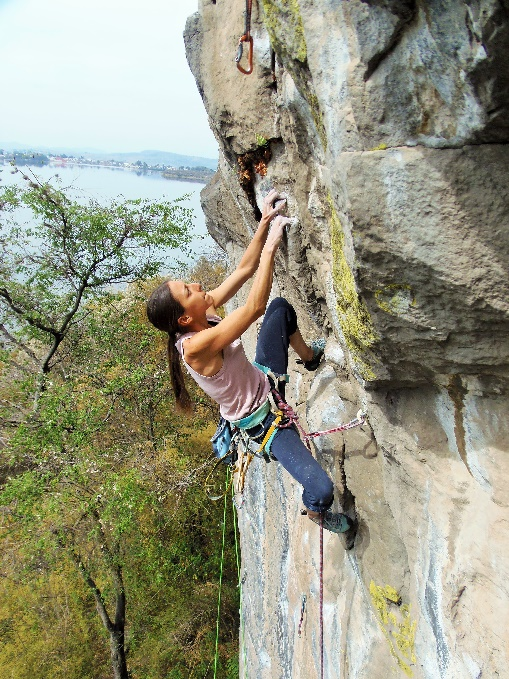Persona escalando Los Pericos