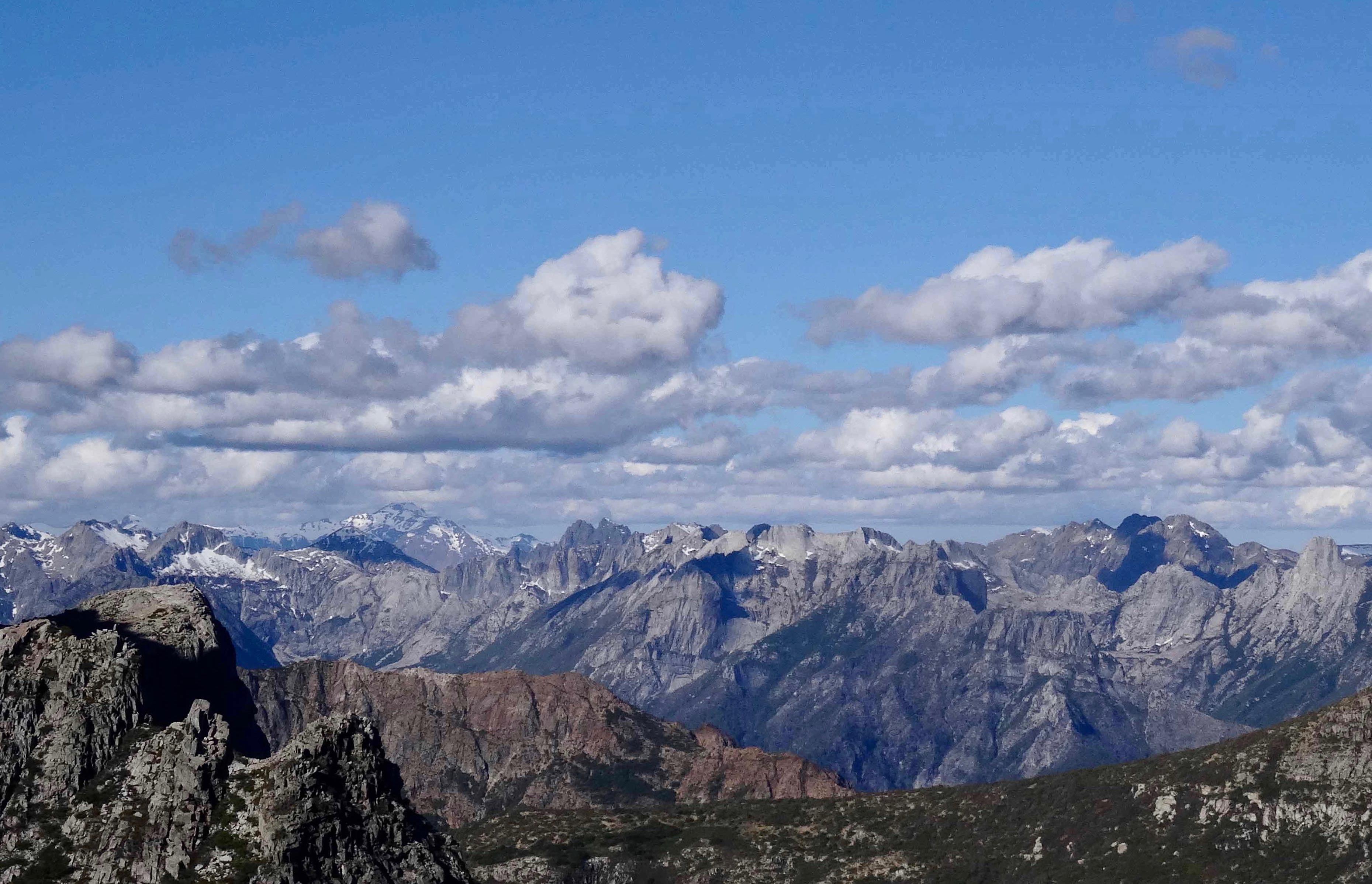 Vista de la Sierra de Huemules desde Malalcura.