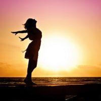 woman-happiness-sunrise-silhouette-40192(2)