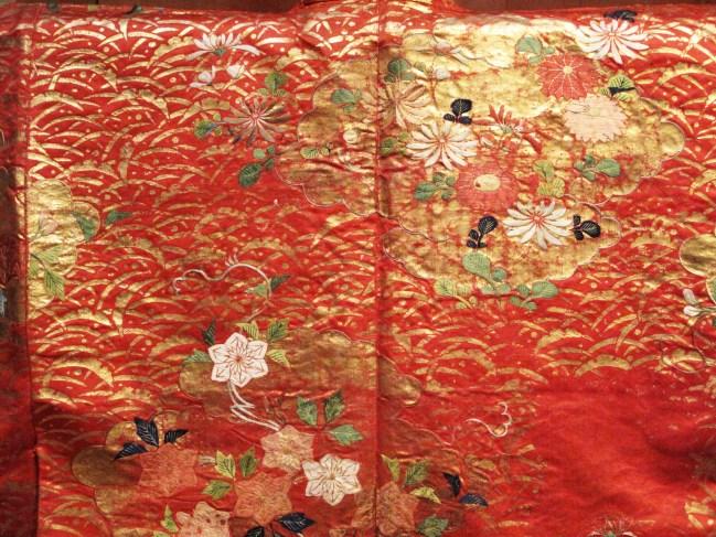 gold-leaf-kimono