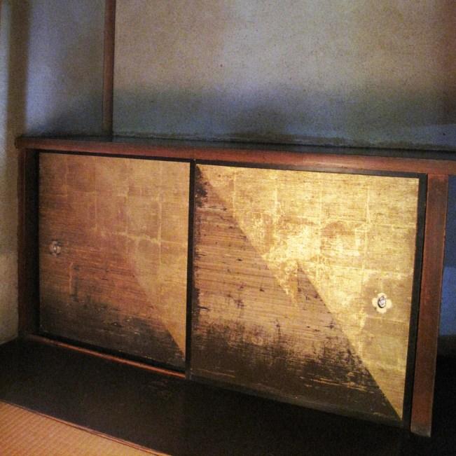 gold-leaf-table