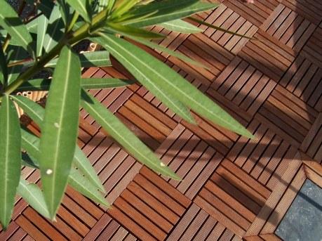 terrasse bois exotique caillebotis dalles bois 50 x 50 cm