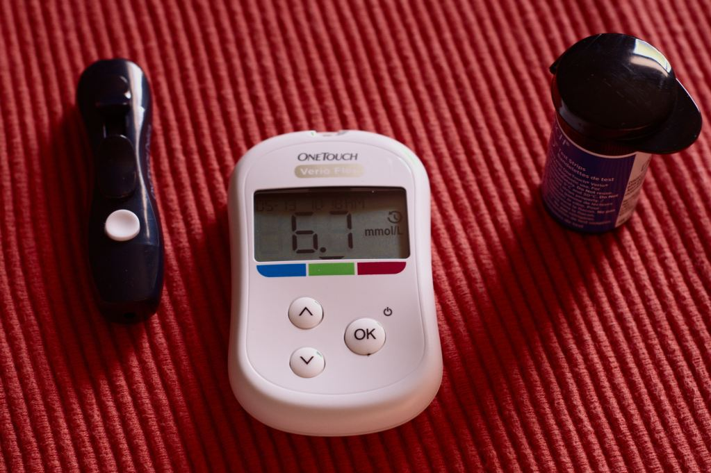 IoMT glucose monitor