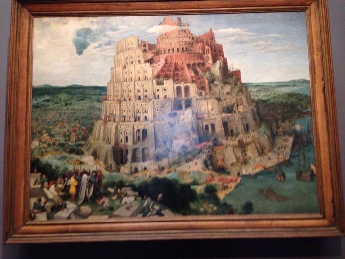 ウィーンの美術史美術館から。1563年に描かれた、ブリューゲルの代表作。ブリューゲルが描いた『バベルの塔』は2種類あり、絵のサイズから「大バベル」「小バベル」と言われています。これは「大バベル」の方です。「小バベル」はロッテルダムのボイマンス=ファン・ブーニンゲン美術館にあります。 バヘルの塔は、旧約聖書の「創世記」中に登場する巨大な塔。神話とする説が支配的だが、一部の研究者は紀元前6世紀のバビロンのマルドゥク神殿に築かれたエ・テメン・アン・キのジッグラト(聖塔)の遺跡と関連づけた説もある。実現不可能な天に届く塔を建設しようとして、崩れてしまったといわれることにちなんで、空想的で実現不可能な計画を比喩的に「バベルの塔」と言います。