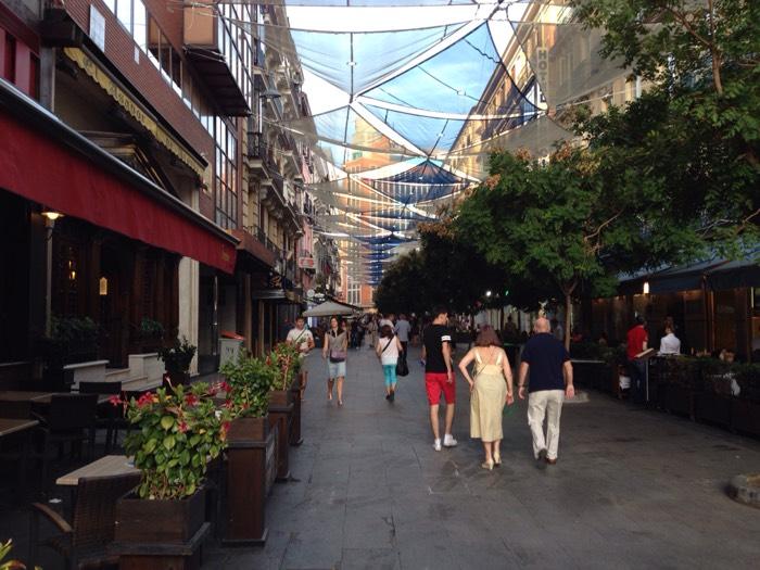アーケードが綺麗なマドリード市街。