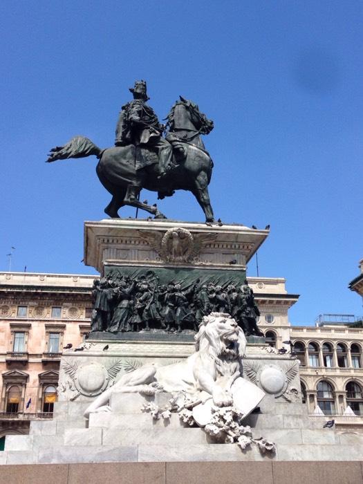 ミラノのドゥオモ広場。
