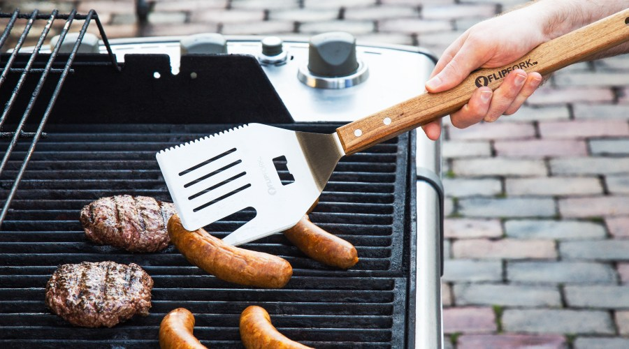 grilling burgers & sausages with MyFlipFork 5-in-1 grill spatula