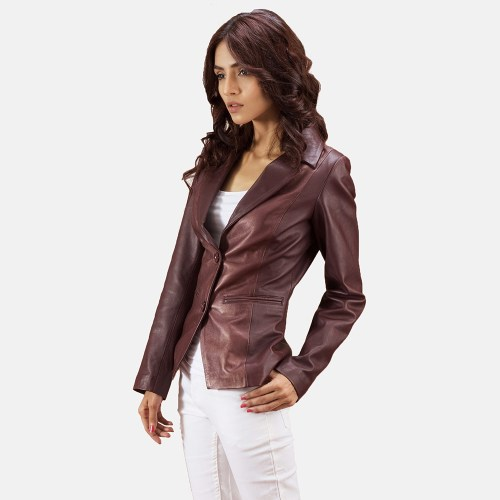 Wear a leather blazer over tailored pants or skirts for a more official and corporate look.