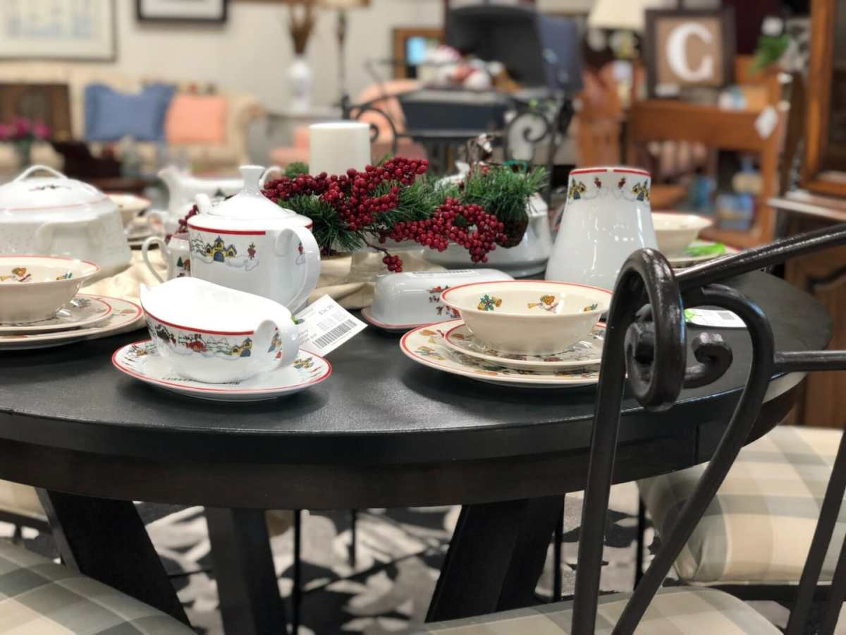Select Dining Table 25% OFF Now until Christmas!