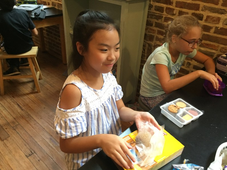tncs-students-make-chinese-mooncakes