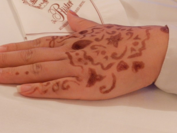 She applied the henna with a toothpick.