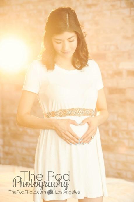 glowing-maternity-photo-los-angeles-photographer-white-dress