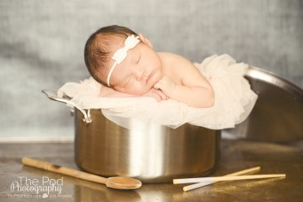 baby-in-a-cooking-pot-chef-newborn-chopsticks-funny-picture