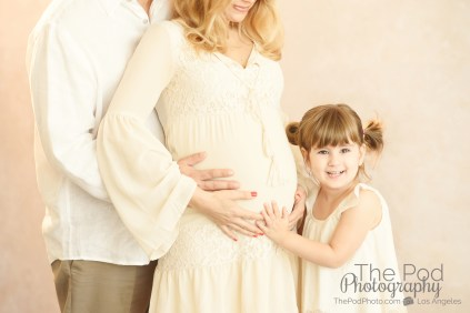 daughter-hugging-moms-pregnant-belly-family-photograph