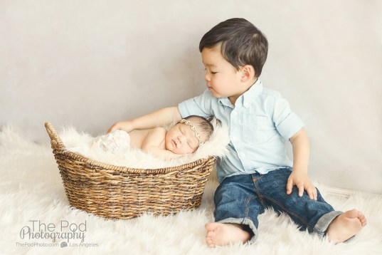 sweet-sibling-with-newborn-sister-professional-pictures-taken-at-santa-monica-photo-studio