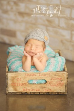 newborn-baby-head-hold-froggy-pose-los-angeles-best-photography