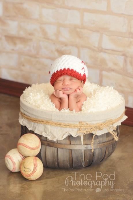 professional-newborn-photographer-baseball-styling