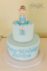 Detail-Shots-Birthday-Cake-Customized-Frozen-Themed-Princess-How-To-Photograph-A-Birthday-Party-Hollywood-Birthday-Party-Photographer-The-Pod-Photography