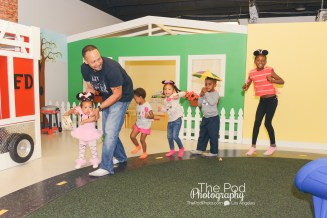 birthday-party-photographer-first-birthday-event-the-pod-photography-los-angeles-kiddie-city-minnie-mouse