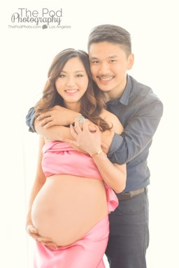 fabric-wrap-belly-showing-maternity-photo