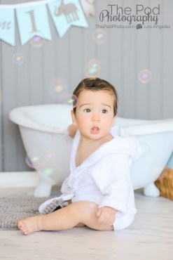 12-month-old-bubbles-in-the-tub-bathrobe-los-angeles-photographer