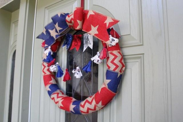 DIY Patriotic Bunting Wreath | https://blog.thermoweb.com/