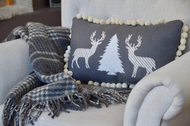 winter-deer-pillow-3