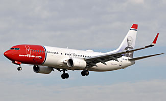 A Norwegian Air 737 coming in to land in Barcelona